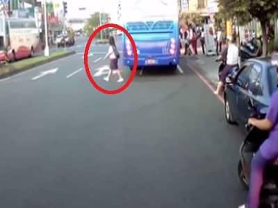 Colegiala aprende a cruzar la calle de mala manera