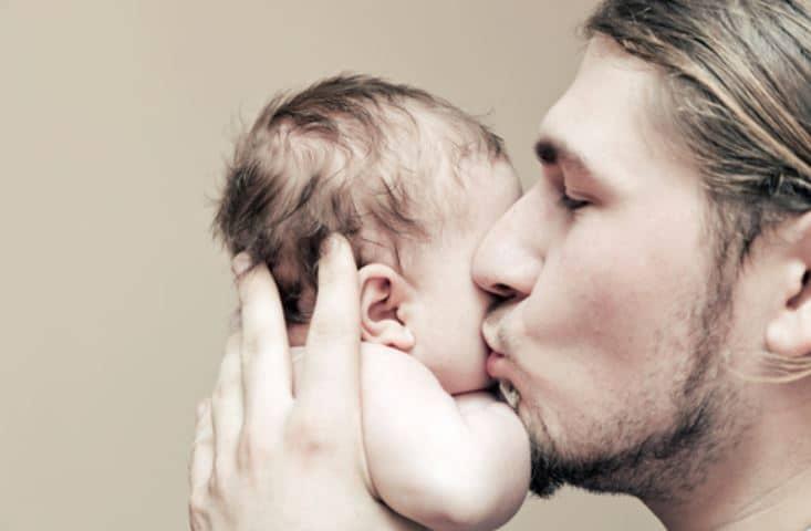 Cómo criar hijos varones si su padre trabaja todo el día