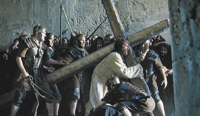 imagen  de jesus carganado la cruz