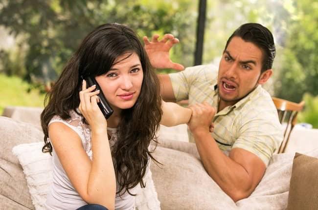 la mujer debe buscar al hombre cuando se aleja
