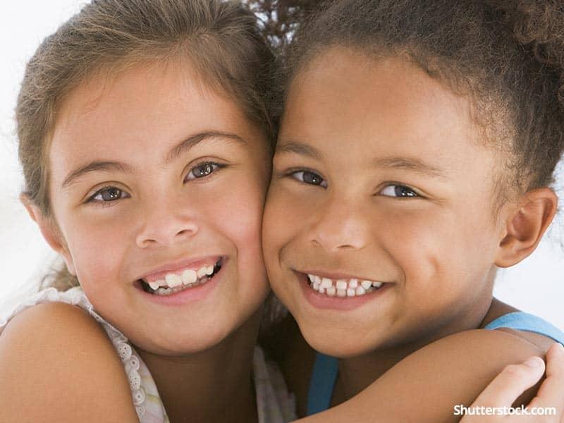 children girls best friends hug