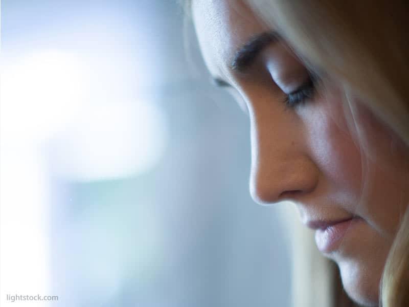 prayer-eyes-closed-sad-solumn