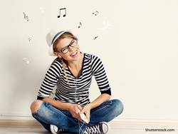 entertainment-music-woman-laugh-notes