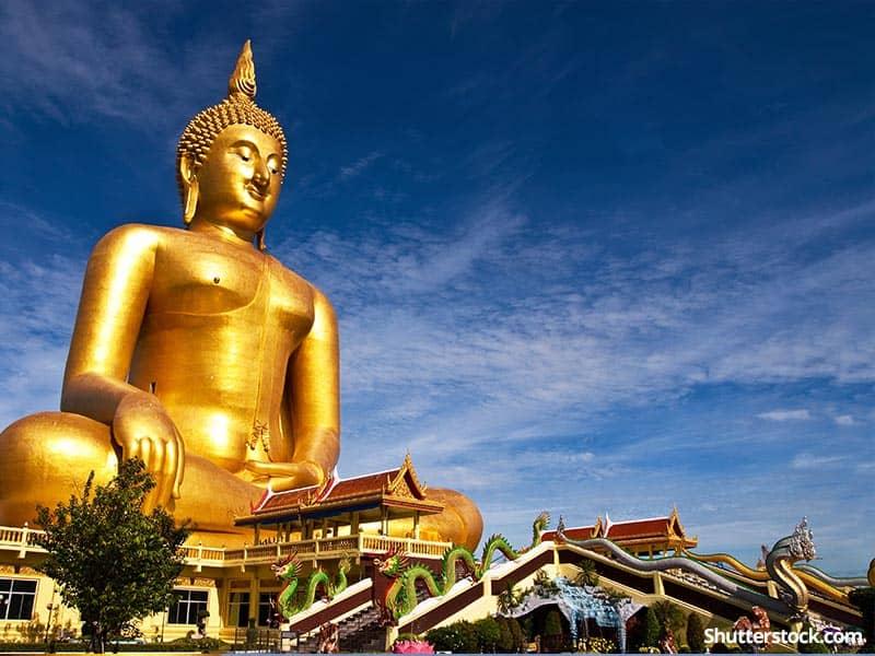 buddhist-golden-statue-sky