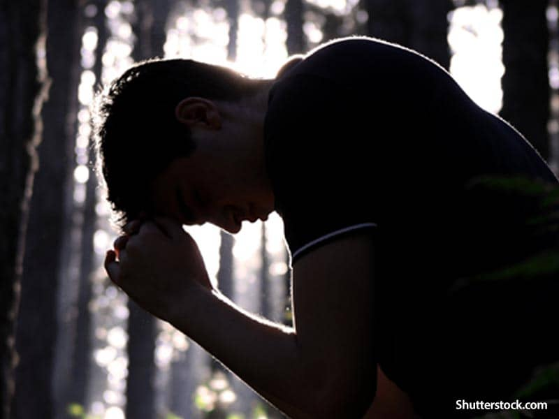 man-praying-in-woods