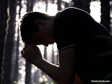 man-praying-in-woods