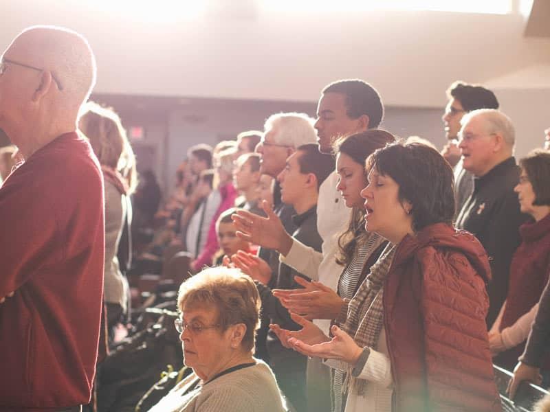 christian congregation praying