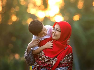 muslim mom and kid