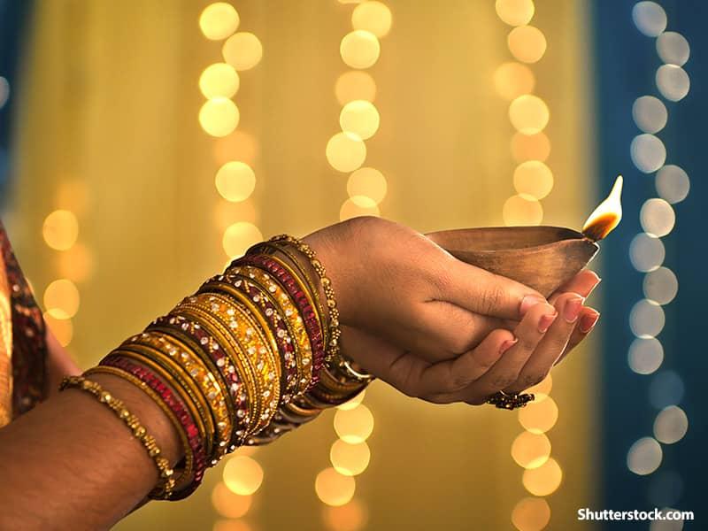 religion Hindu woman praying