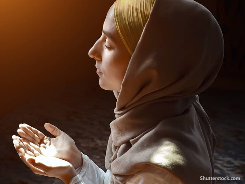 religion Muslim woman praying2
