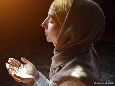 religion Muslim woman praying2
