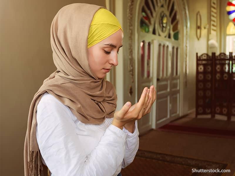 religion Muslim woman praying