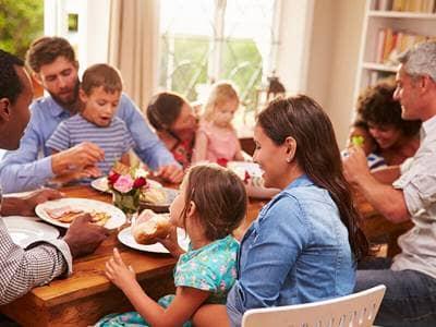「family dinner」的圖片搜尋結果