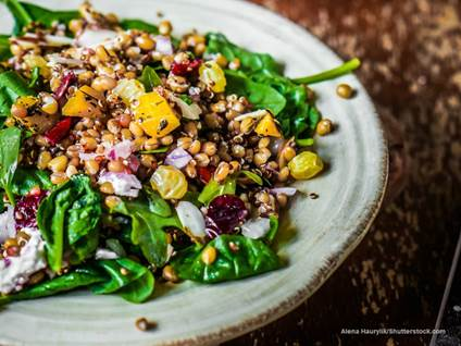 Salad with quinoa