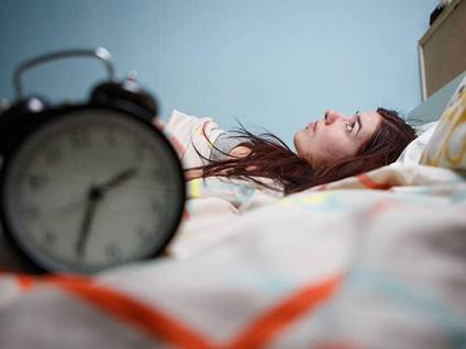 women insomnia clock