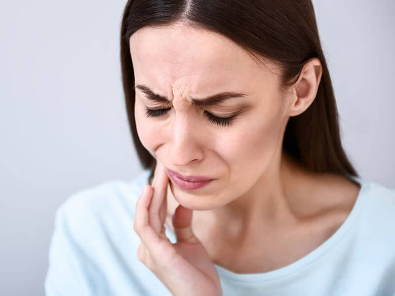 woman, tooth pain