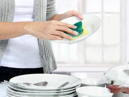woman washing dishes