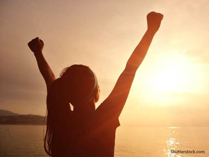 woman-praise-beach