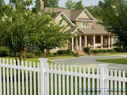 White Picket Fenced House / Wiki