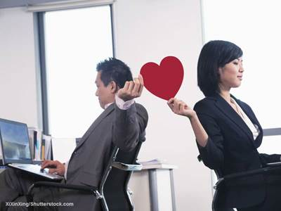 dating coworkers Dating a coworker has pros and cons, but it's definitely do-able if you know how to prevent problems how to dodge the bullets of workplace relationships and stay employed.