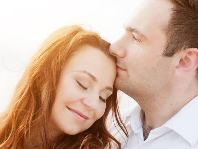 Kissing on forehead body language