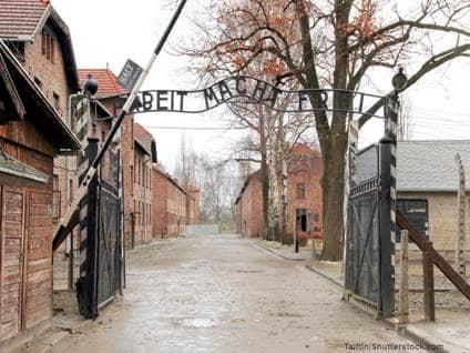 Auschwitz  by Taiftin