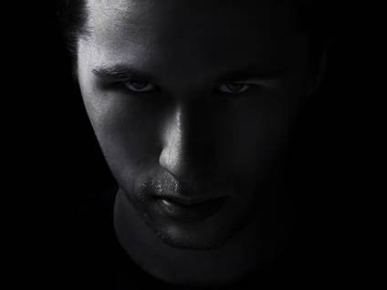 04-man-controlling-abuse-dark-angry_credit-