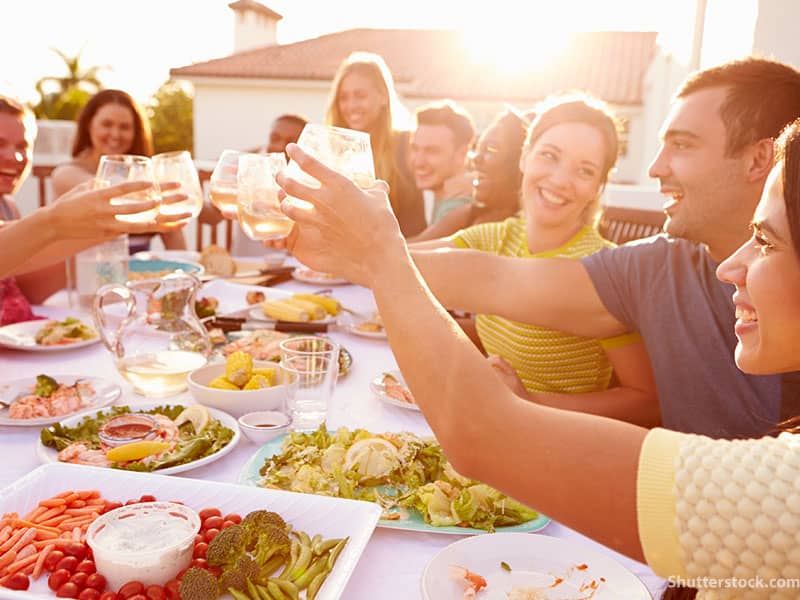 Friends-dinner-toast-outside