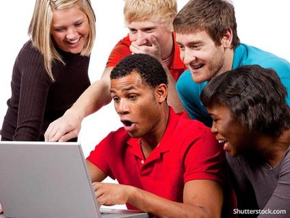 friends-looking-at-computer-funny