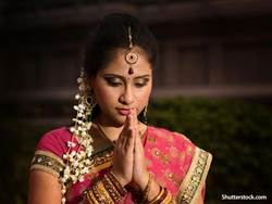religion Hindu woman praying