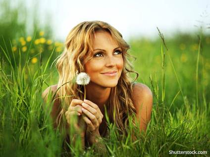 woman-dandelion-laying-in-grass