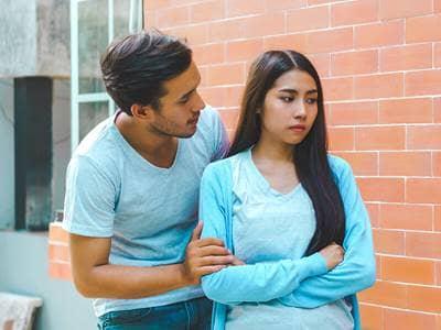relationship-couple-fight-breakup-ouside-talk