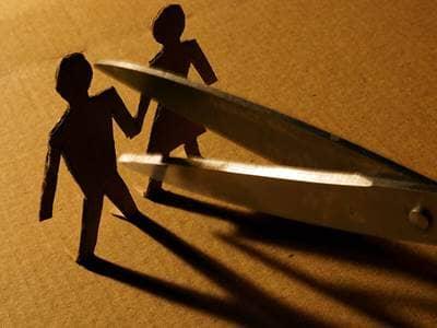 relationships-couple-divorce-breakup-cardboard-scissors
