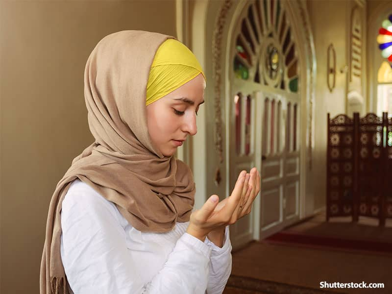 people muslim woman praying mosque
