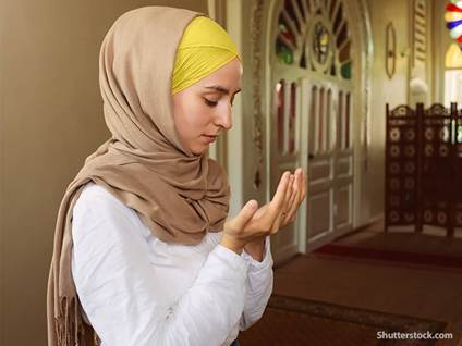 religion Muslim woman praying