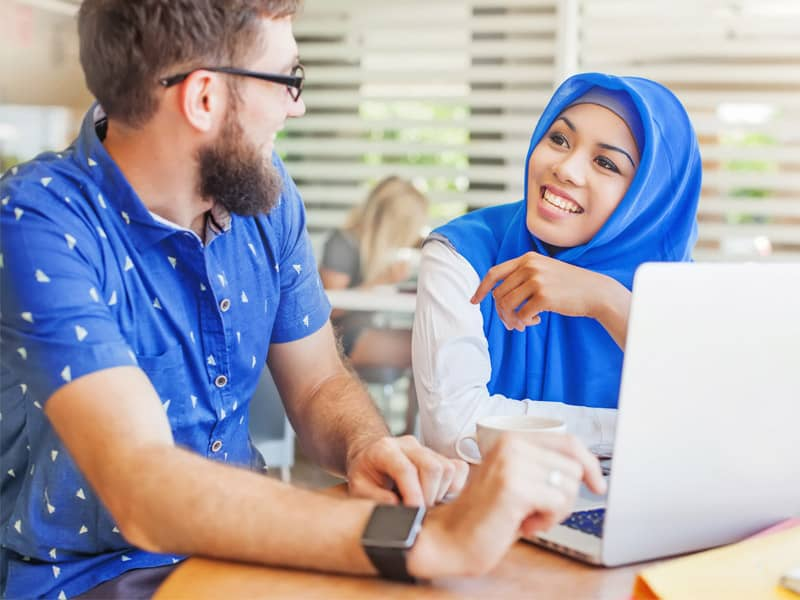 Muslim speaking to non-muslim