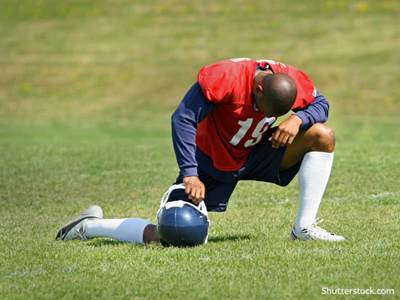 football-man-prayer
