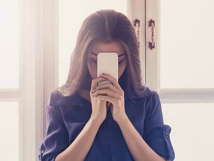 praying with phone