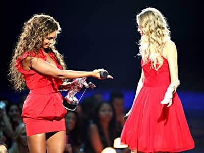 Beyonce and Taylor Swift 2009 VMAs