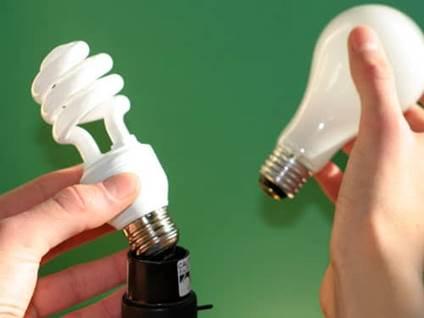 CFL light bulb versus traditional light bulb