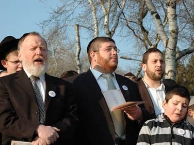 Jewish men and children singing