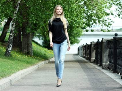Tall woman model in jeans.