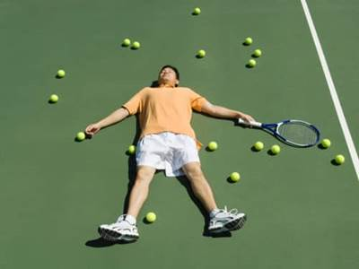 Man collapsed on tennis court