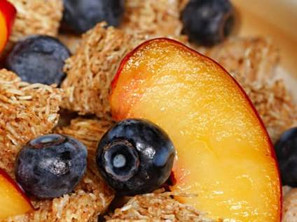 Blueberries, nectarines, and shredded wheat
